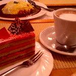 ル・カフェ・プチガトー - 苺のムースとカフェオレ