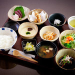 稲月 - 彩り小鉢で昼ごはん