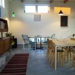 11421669 - テーブルや椅子がいろんなデザイン。
