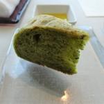 レストランKEI - ほうれん草のパン