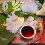 博多焼き鳥・野菜巻き・もつ鍋 かつぎや - 真鯛のお造り 680円