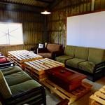 ボーダレス ラウンジ - 2階奥のソファ席