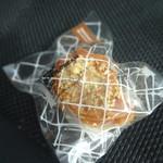 パティスリーカワサイ - オイスターバタークリームサンド(塩キャラメル&ナッツ)