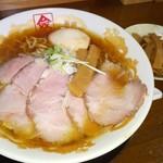 114226295 - 醤油チャーシュー麺+タップリメンマ+味玉