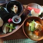 上籾棚田テラス 籾庵 - 具だくさんみそ汁のおにぎりセット