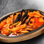 にっこりマッコリ - 鉄板海鮮トッポキ