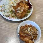 ラーメン中華食堂 新世 - チキンは掌サイズ
