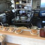 おべんとうのヒライ - カウンター席から厨房内をパシャ 朝の7時20分