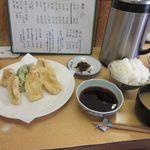 味処 つくし - 暫く待つと注文した日替わり定食650円の出来上がりです。  この日は鶏天の定食でした。