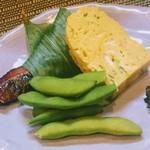 114255519 - 甘い卵焼き、たぶん青さ入。 ぜーんぶ美味しい一皿です 紫蘇はコッソリ残して最後のごはんでいただきました(笑)