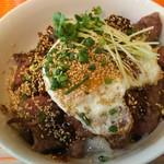 114259362 - 黒毛和牛焼き肉丼 1200円、ランチのライス・スープはお代わり無料になります