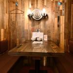 ワダチ - 内観写真:テーブル(入口)