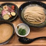 114261445 - 三河赤鶏と魚介の濃厚つけ麵