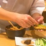 鮨 由う - プリン巻き作っています。