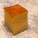 鮨 由う - 芝海老すり身入りのカステラ風の卵焼き