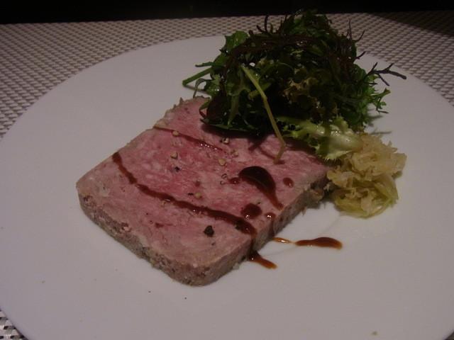Bistaurant RNSQ - オードブル/バスク豚の肉の食感、パテ・ド・カンパーニュ