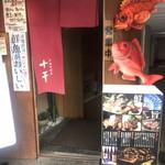 十干 - 店内に降りる入り口。初訪問は、入店ハードルがあります。。。