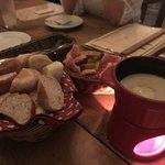 ル コンテ - 料理写真:バーニャカウダ  と たっぷりのパン