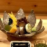 114292467 - 向付:生鱧・鰹藁炙り焼きに蔓菜・梅ゼリー・コリンキー・酢橘を添えて
