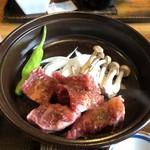 よかよか亭 - 牛三角バラ陶板焼き