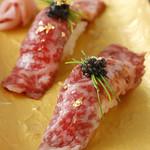 黒毛和牛(A5)サーロイン炙り寿司 キャビアのせ