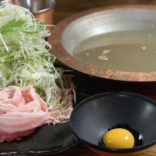 """黄金色に輝く""""貝出汁100%スープ""""『貝出汁しゃぶしゃぶ』"""