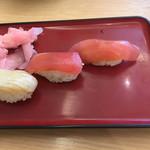 114305628 - 寿司三つ