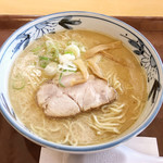 旭山動物園くらぶ 正門shop - 料理写真:旭川しょうゆラーメン(700円)