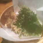天ぷら海鮮 五福 - 大葉の天ぷら¥90。