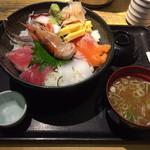 魚八&串八珍 - 海鮮丼