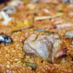 バル デ エスパーニャ ムイ - 鶏肉と魚介のパエジャ