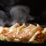 居酒屋 朝次郎 - 熱々の一口餃子はお酒と一緒に食べたい逸品!