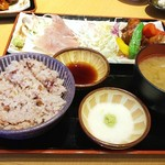 はしや - 料理写真:キハダマグロの刺身と鶏の黒酢炒め定食