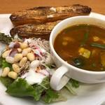 ベックスコーヒーショップ - 料理写真:チキンと野菜のスープカレープレート アイスティーS 690円。