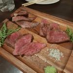 熟成肉バル 神保町style - 和牛三種食べ比べ 静岡、仙台、薩摩牛がきました。本日の牛三種より肉質がしっとりしていましたが、脂っこい肉や、顎が疲れる肉でちょっと残念でした。