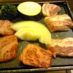 創作料理 鞆の浦 - 牛サーロイン石焼き(豚もありました)