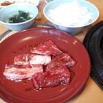 船渡 - 焼肉ランチです。噛み応えのある旨い肉でした。       逆に柔らかだと、ご飯の量と釣り合わないかな(笑)