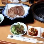 船渡 - 熟成焼肉丼、ご飯大盛りです。       お肉はさすがに熟成だけあって柔らかくて旨かったです。