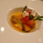 Casual French MOE'T - 香川産甘鯛をカリカリに。これまた美味しく(≧∀≦)スズキの切り身と芝海老も入って、あさりのエキスのソース!