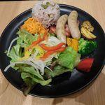 イタガキ フルーツ カフェ - 母注文の野菜とベーコン・ソーセージのプレートランチ