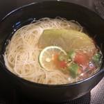 114365131 - 丸茄子素麺。暑い日には有り難い冷たい素麺。これまた夏野菜の丸茄子が大きくてかぶりつくよう。