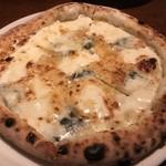 ラ・バラッカ - 4種のチーズのピザ(クリームソース)