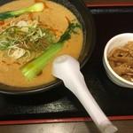 えぞっこ - 四川タンタン麺950円