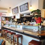小さなワイン食堂 タブリエ - 明るい店内