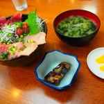 磯料理 魚の「カネあ」 - 2019/8/24 ランチで利用。 みさきまぐろきっぷで利用。 厳選!まぐろ丼 湘南しらす添え。