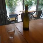 ザ リバティー ナチュラルキッチン&バー - テーブル席とお水(19-08)