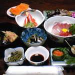 二島旅館 - 料理写真:こちらの旅館さんの夕食です。