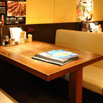 博多うま馬 - テーブル