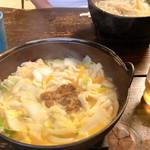 ほうとう不動 - 料理写真:もちろん名物不動ほうとう! コップの大きさで鍋の大きさがわかります