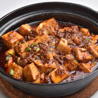 不動の人気を誇る「麻婆豆腐」をはじめ、本格四川料理をご提供。